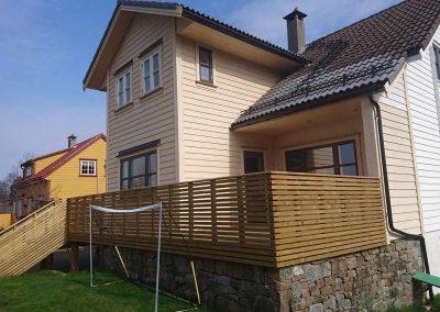 Nybygget terasse med levegg N. Vardhaugen